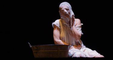 La dramaturga Lola Blasco presenta su obra 'La armonía del silencio'