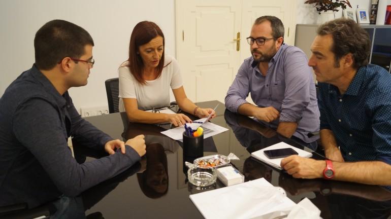 La vicepresidenta de la Diputación, Maria Josep Amigó, con los concejales de Vinalesa