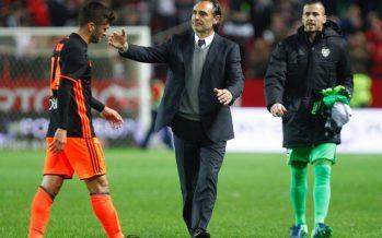 El Valencia CF naufraga en Sevilla y agudiza su crisis (2-1)