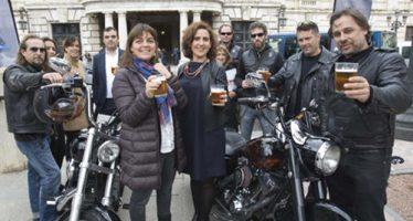 La Asociación de Vecinos La Boatella denuncia a Menguzzatto por hacer botellón en la Plaza del Ayuntamiento