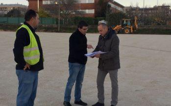 Ontinyent asfalta i delimita 145 places de pàrking junt al col·legi Martínez Valls