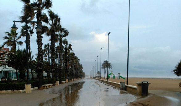 El temporal deja importantes desperfectos en las playas de Valencia