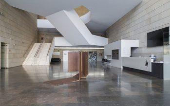 El IVAM exhibe una escultura de Pablo Palazuelo en el vestíbulo principal