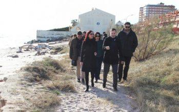 La vicepresidenta de la Diputació visita la platja de Tavernes per valorar els danys del temporal