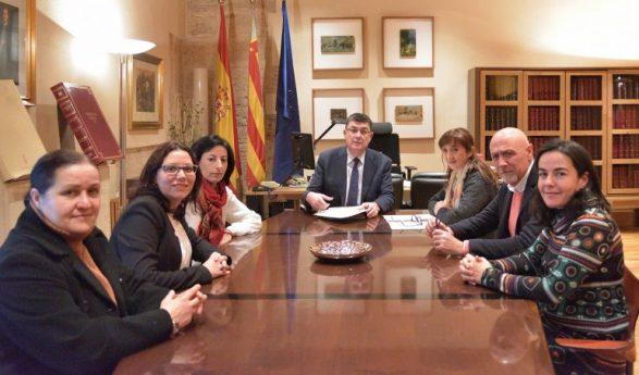 El Colegio de Trabajo Social de Valencia presenta la iniciativa de colaboración en emergencias al President de Les Corts
