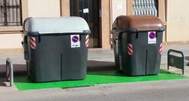 El Ayuntamiento de Valencia inicia la señalización de islas de contenedores de reciclaje