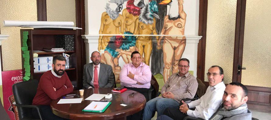 Ayuntamiento, falleros y hosteleros cooperarán para aprovechar el potencial de las Fallas