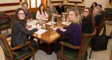 Oltra acuerda la creación de una mesa de diálogo con el tercer sector de lo social