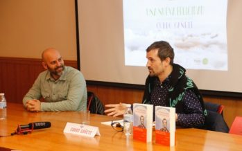 Curro Cañete presenta en l'Alfàs su primera novela 'Una nueva felicidad'