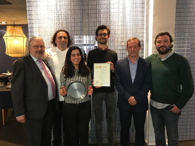 Jaime Cros, Chef Beni, galardonados Ana Monrabal y Michael Hall (alumno 5.000), Juan Carlos Cambrils (Subdirector Valencia Turismo) y Alberto Castelló