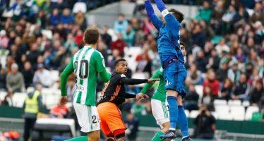 El Valencia CF saca un punto en su visita al Villamarín ante el Betis (0-0)