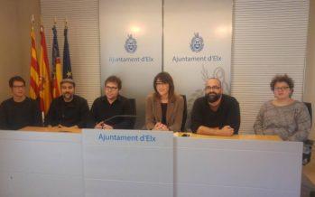 El Ayuntamiento de Elche presenta la obra 'Amb les mans plenes de crits'