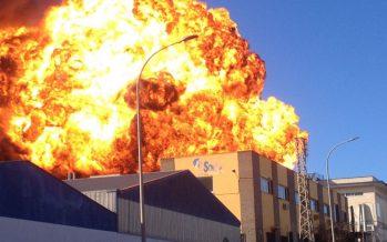 El incendio de la química Indukern paraliza el Polígono Fuente del Jarro