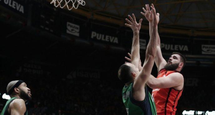 Valencia Basket reacciona a tiempo y vence a Joventut en el último cuarto (77-72)