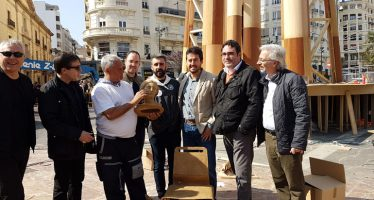 La Falla Municipal rep els primers ninots fets amb palla d'arròs