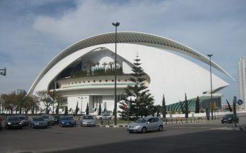 El Palau de les Arts realiza ensayos de adherencia del trencadís