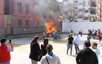 Personas atendidas por Proyecto Hombre plantan y queman sus fallas en Valencia y en la prisión de Picassent