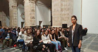 Fani Grande mantiene un encuentro con seguidores de su blog en la Biblioteca Valenciana