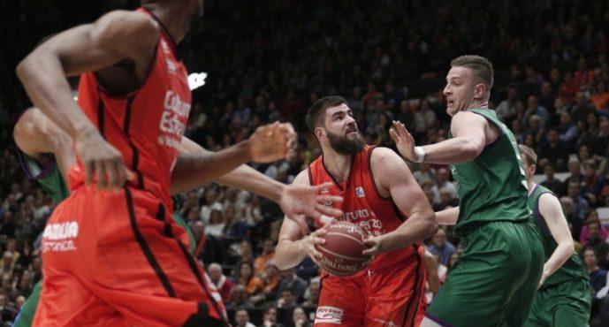 Valencia Basket 'ensaya' en ACB contra Unicaja la final de Eurocup (81-77)