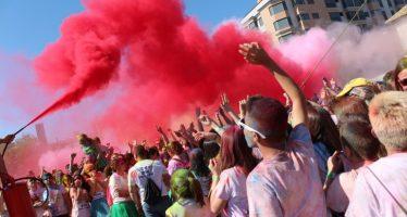 La Holi Colours Run llena de colores y animación las calles de Vila-real