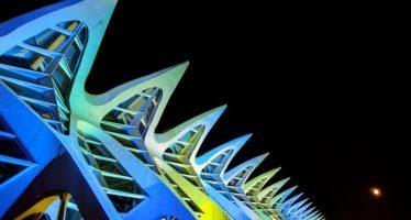 El acceso al Museu de les Ciències se ilumina de azul este sábado por el Día Mundial del Autismo
