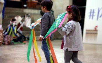 Los niños y niñas valencianos se divierten en el Palau con actividades tradicionales de Pascua