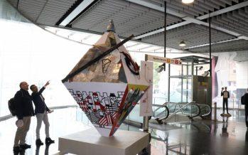 La estación de Torrent Avinguda acoge el poliedro que reinterpreta la figura de Jaume I