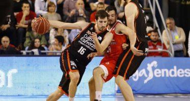 Valencia Basket recupera el liderato en Manresa (73-94)