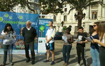 Más de 100 estudiantes participan en el encuentro 'Connectant Mons' en la Plaza del Ayuntamiento