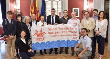 Les Corts reben als supervivents d'Hiroshima i Nagasaki per reclamar un món sense armes nuclears