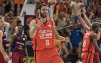 Valencia Basket consigue en La Fonteta el primer punto de cuartos (83-61)
