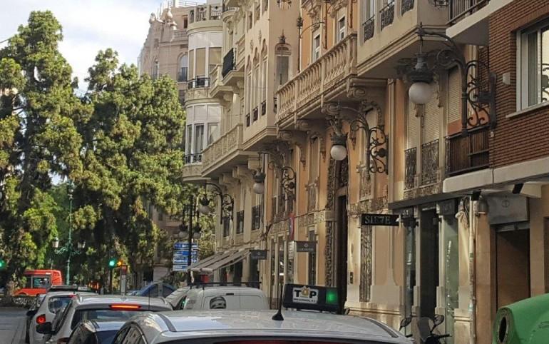 Alumbrado en la calle Hernán Cortés.