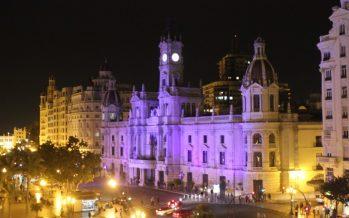 El Ayuntamiento de València se ilumina hoy de verde por el Día Mundial de las Drogas