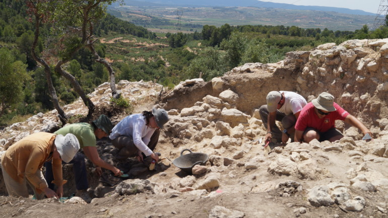 Campaña de excavaciones en el yacimiento de L'Altet de Palau, en la Font de la Figuera.