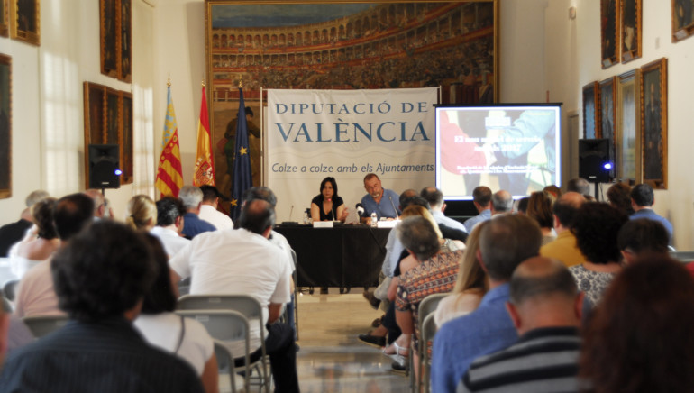 La diputada de Inclusión Social, Rosa Pérez Garijo, junto al jefe de la sección de Programas de Inclusión Social, Paco Andrés.