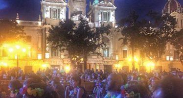 Cine-karaoke y fruta fresca de Mercavalencia en la Gran Fira