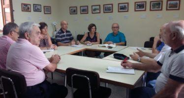 Maite Girau i l'alcalde de Benimàmet escolten les necessitats esportives d'aquest poble de València