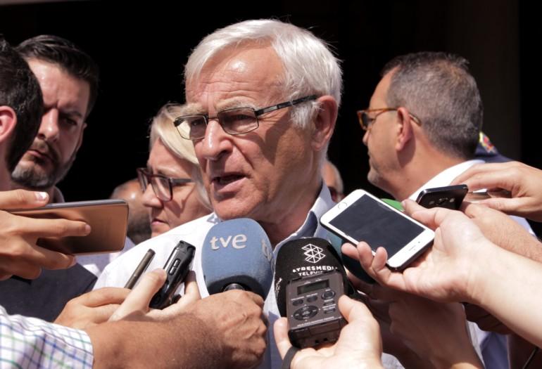 Joan Ribó atén als mitjans de comunicació. Foto d'arxiu