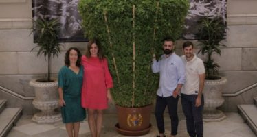 Sandra Gómez rep la alfàbega de Bètera