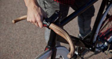 Moose diseña los únicos manillares ergonómicos en madera para bicicletas urbanas