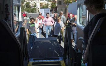 Un nuevo vehículo adaptado asistirá a los discapacitados de la Vall d'Albaida