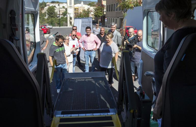 Jorge Rodríguez presenta el nuevo vehículo adaptado para la Vall d'Albaida