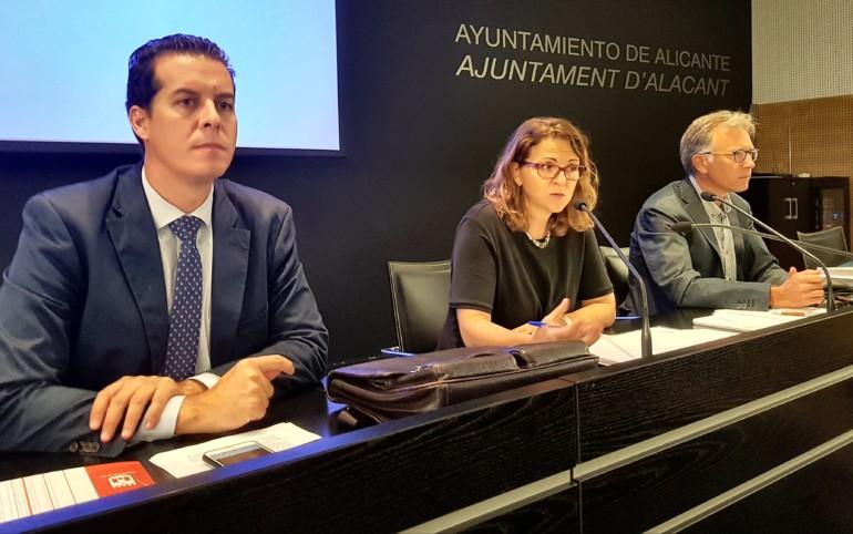 Elena Cebrián se reúne con alcaldes alicantinos para informar de las actuaciones frente a la Xylella Fastidiosa.