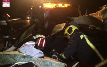 Un muerto y un herido al chocar un coche y un camión en Barracas