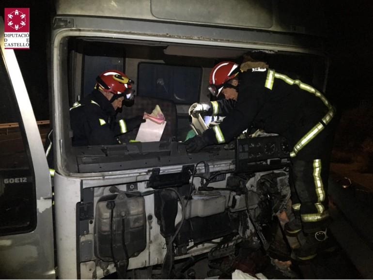 El camión involucrado en el accidente de esta madrugada en la A-23, a la altura de Barracas.