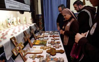 Una exposición muestra más de 400 cruces en el Canyamelar