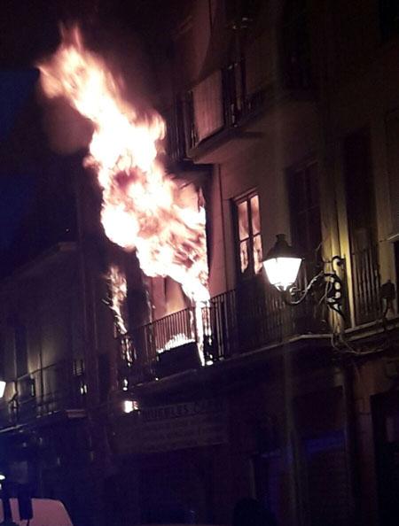 Incendio en la calle Dama de Elche de València.