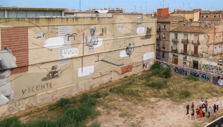 Vista aèria de la intervenció de l'artista Escif al mur de l'IVAM