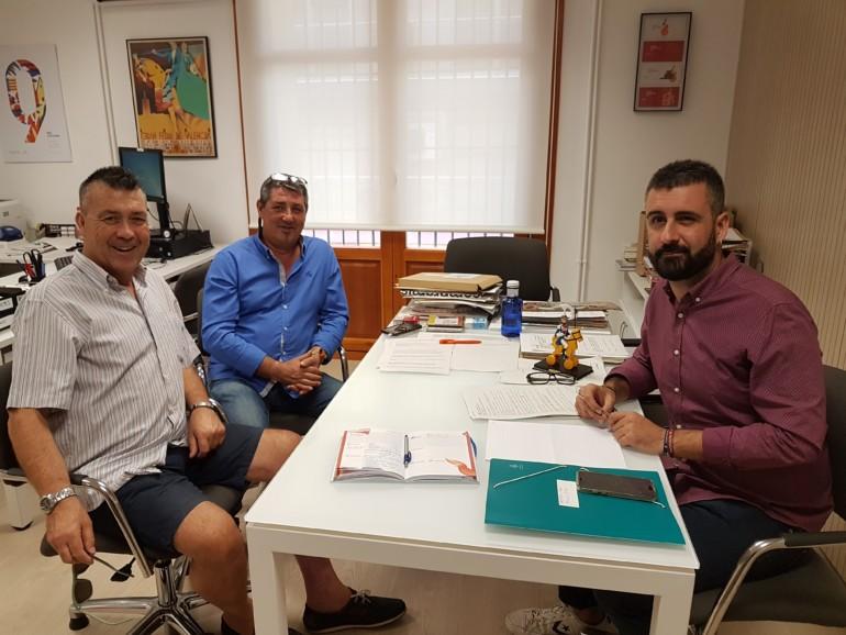 Pere Fuset amb delegats de sector de JCF per a confeccionar el Ban Faller