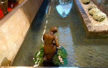 Primera escultura de Tonico Ballester en València, al Mercat de Colón